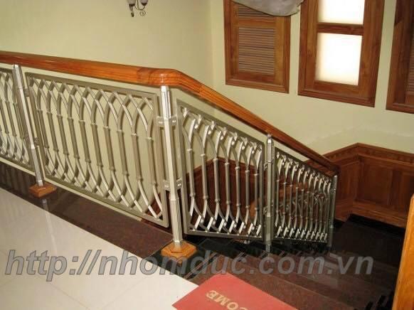 Chân trụ hợp kim nhôm dùng cho cầu thang nhôm kính