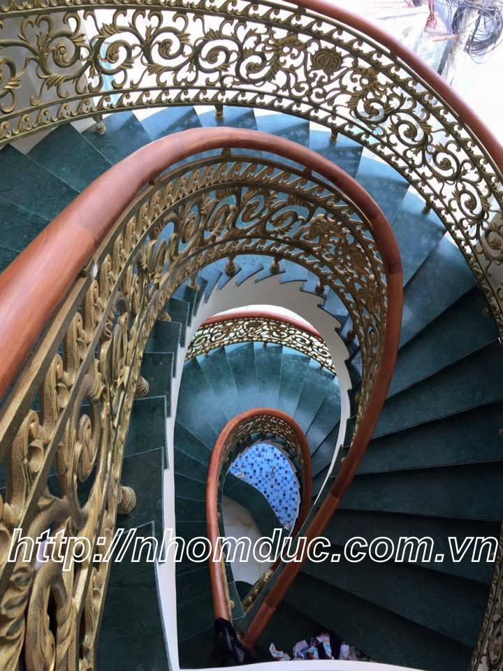Cầu thang hợp kim nhôm đúc, cầu thang nhôm đúc thay thế cho các sản phẩm cầu thang khác. Cầu thang nhôm đúc bền, đẹp, thẩm mỹ