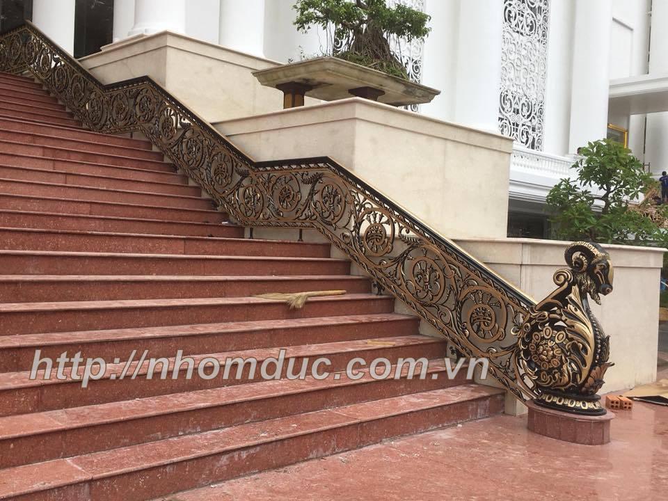 Sản phẩm cầu thang nhôm đúc sản xuất với quy trình được giám sát chặt chẽ