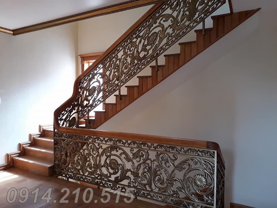 Cầu thang hợp kim nhôm đúc chuyên dùng cho biệt thự, cầu thang nhôm đúc thay thế cho các sản phẩm cầu thang khác. Cầu thang nhôm đúc biệt thự bền, đẹp