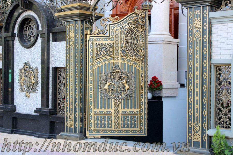 Cửa cổng hợp kim nhôm đúc được nhiều khách hàng lựa chọn cho ngôi nhà có kiến trúc đẹp.