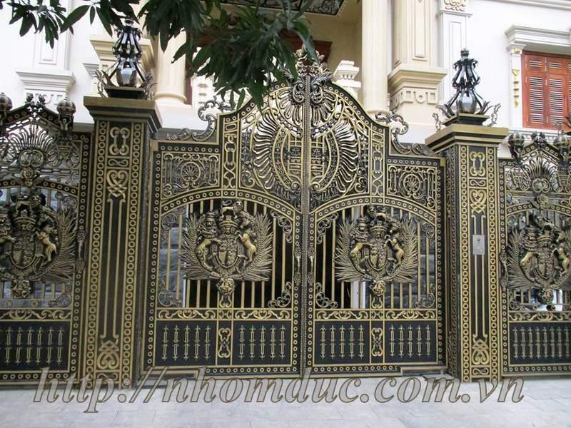 cổng nhôm đúc cho biệt thự lâu đài sang chảnh
