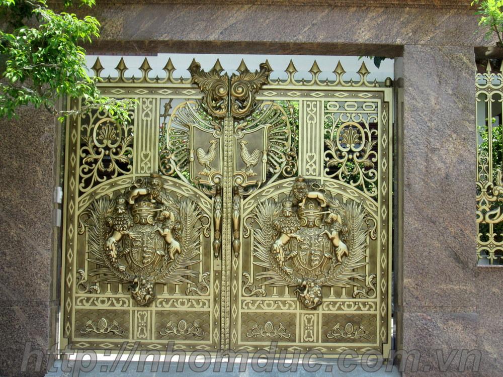 Thiết kế thi công cổng hợp kim nhôm đúc
