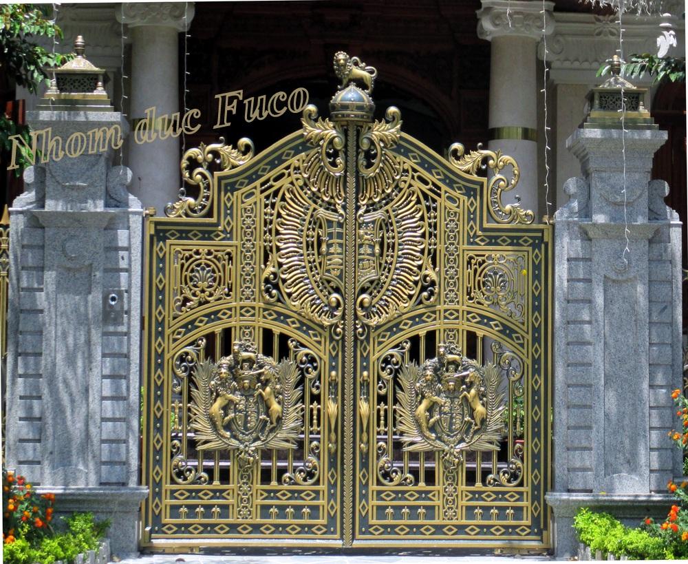 Sản phẩm cổng cửa nhôm đúc sản xuất với quy trình sản xuất chặt chẽ. Cửa cổng hợp kim nhôm đúc được nhiều khách hàng lựa chọn cho ngôi nhà có kiến trúc đẹp.
