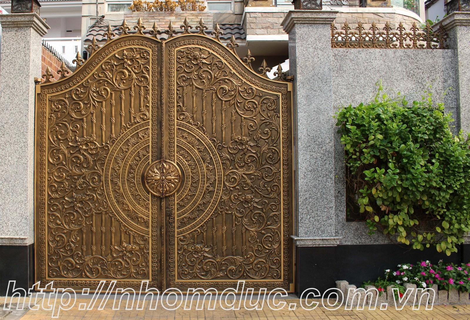 Thiết kế cổng nhôm đúc hợp kim nhôm theo yêu cầu với họa tiết hoa văn đẹp