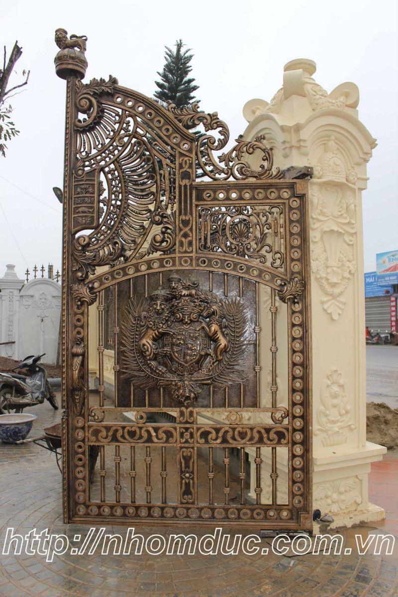 Cổng cửa hợp kim nhôm đúc cao cấp, cty Fuco chuyên sản xuất lắp đặt các loại cổng cửa nhôm đúc