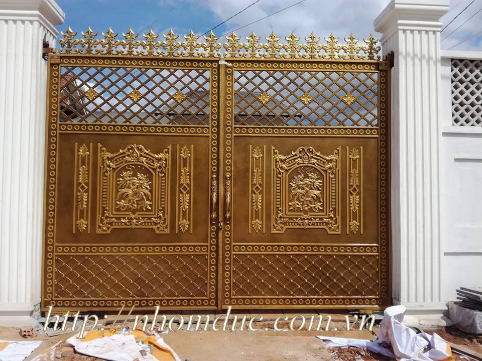 Mẫu cổng biệt thự đẹp cổng nhôm đúc
