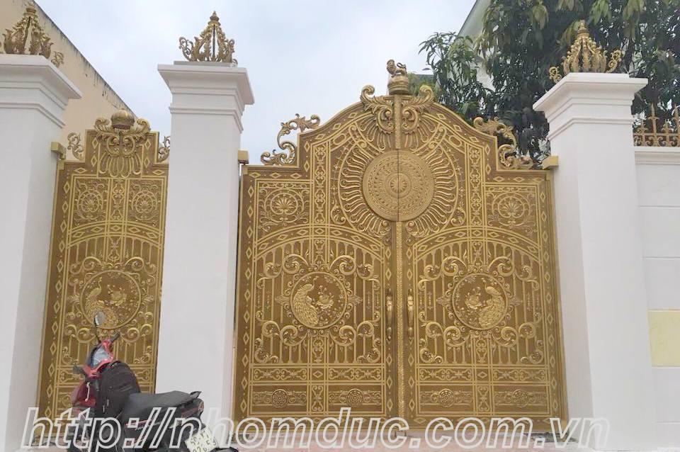 Cổng nhôm đúc đẹp, mẫu cổng nhôm đúc biệt thự đẳng cấp
