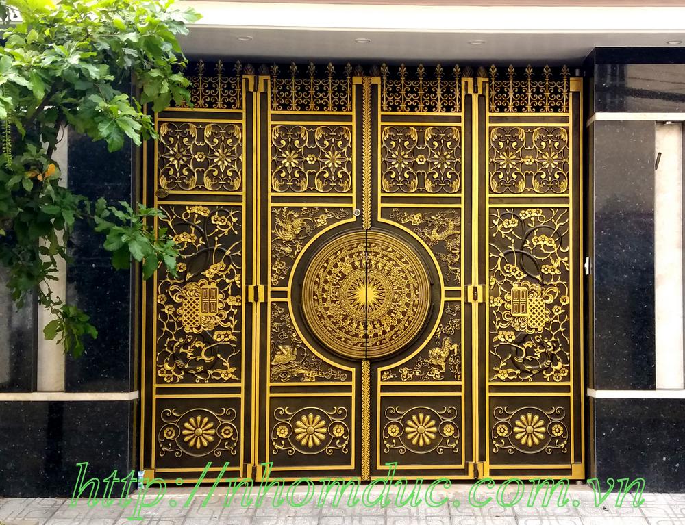 Báo giá cửa nhôm đúc, Giá cổng nhôm đúc, báo giá cổng cửa với chất liệu hợp kim nhôm đúc giá từ 9.500.000VNĐ đến 11.500.000VNĐ tùy theo mẫu