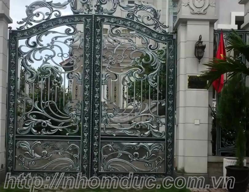 Mẫu cửa nhôm đúc biệt thự , cửa  cổng nhôm đúc Fuco  mẫu mã đẹp,  sản xuất công nghệ Nhật Bản