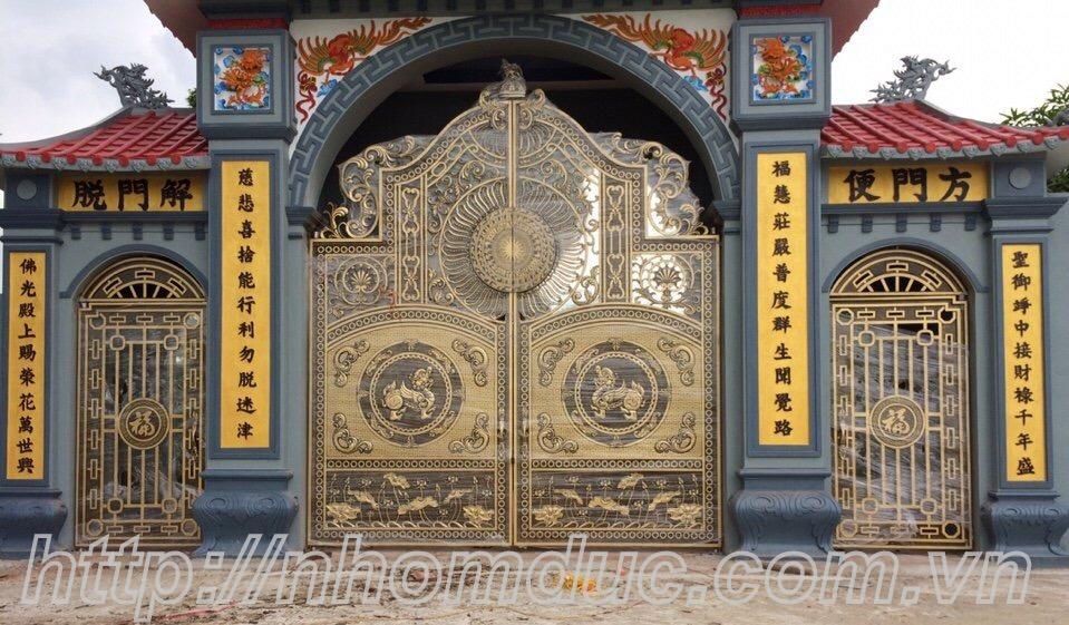Cổng nhôm đúc nhà chùa
