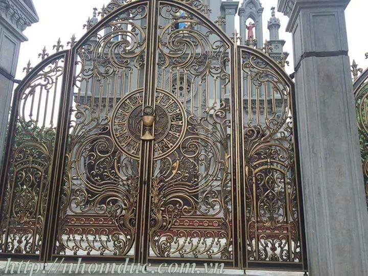 Cổng sắt nhà thờ đẹp
