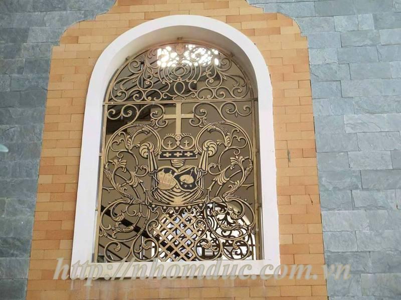 nhôm đúc nhờ thờ, mẫu cổng nhôm đúc nguyên khối, thích hợp để làm cổng nhà thờ. Cửa cổng hợp kim nhôm đúc với những ưu điểm