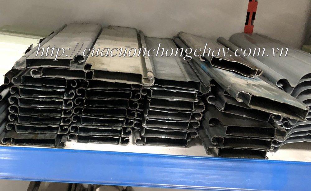 Cửa cuốn chống cháy được thiết kế để tự động ngăn lửa lan tỏa, đảm bảo