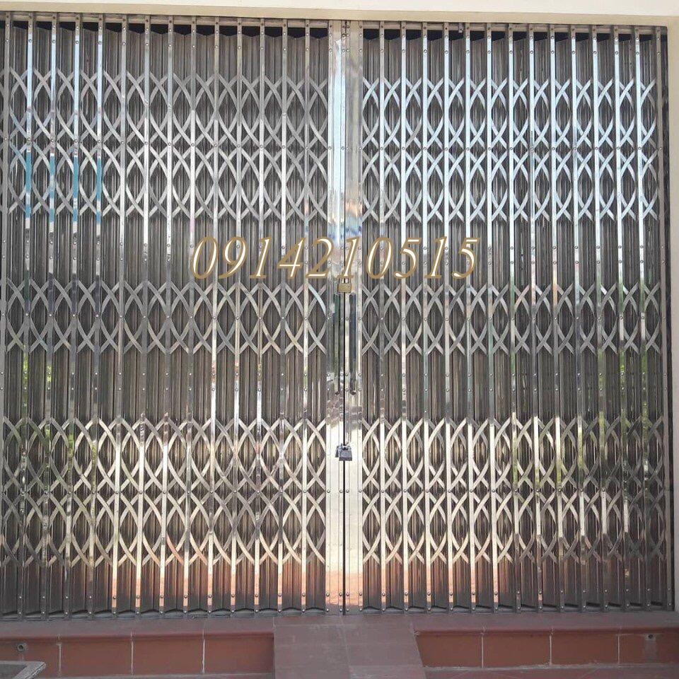 Cửa xếp INOX hộp, cửa xếp INOX cao cấp, cửa xếp U Đúc đã được nhiều khách hàng tại Hà Nội tin dùng. Cửa xếp này chống trộm tốt.