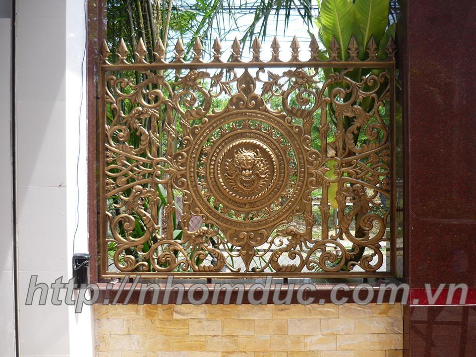 Hàng rào được đúc bằng hợp kim nhôm, có độ bền vĩnh cửu, kiểu giáng sang trọng, Tôn vinh ngôi nhà cửa
