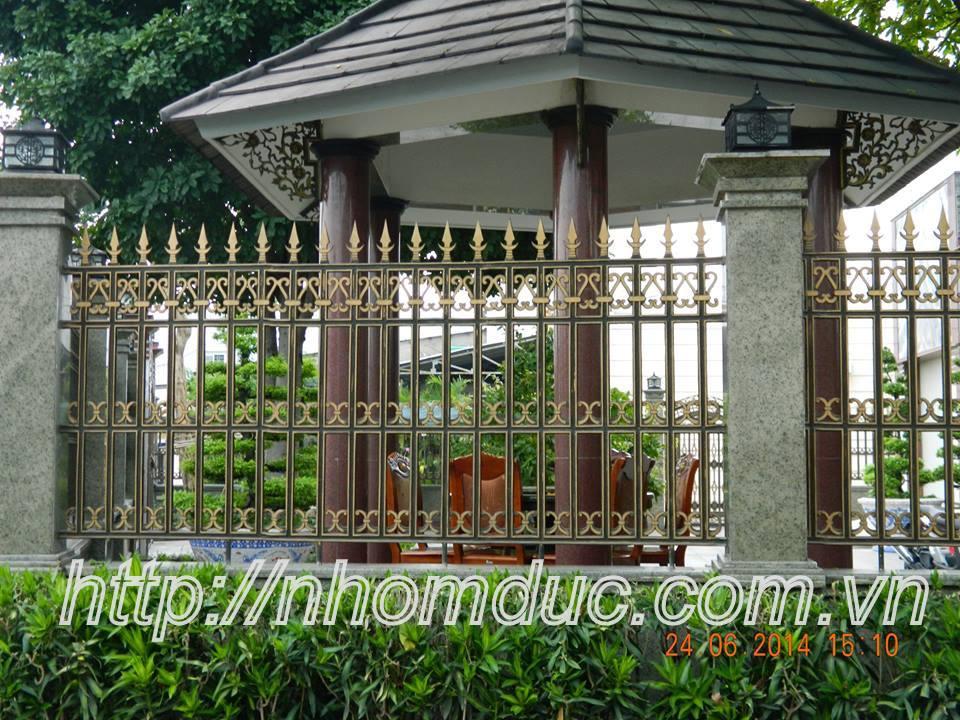 Cửa cổng biệt thự, Hàng rào nhôm đúc