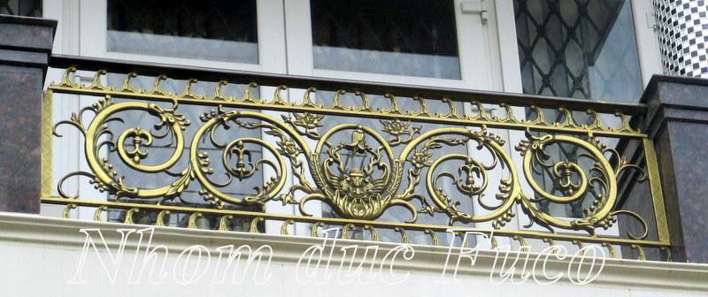Lan can hợp kim nhôm đúc là hạng mục kèm theo của cửa cổng đúc hợp kim