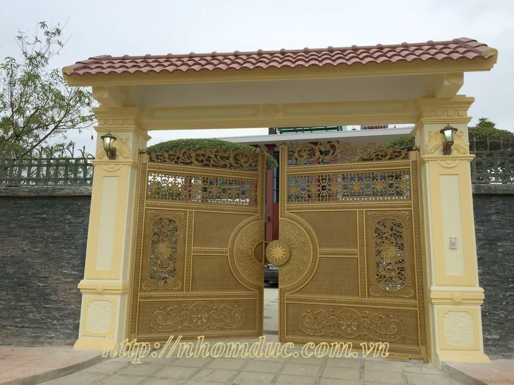 Cổng cổng biệt thự, nhôm đúc ghép này có giá rẻ hơn các loại nhôm đúc đặc nguyên cánh khác. Liên hệ công ty Fuco