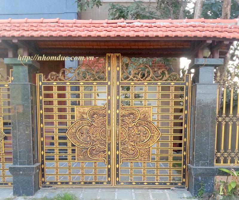 Cổng hợp kim nhôm Đúc, Cửa nhôm đúc, Là Loại cửa đúc bằng hợp kim nhôm, bền đẹp,mẫu mã sang trọng, cửa nhôm đúc không bị gỉ sét, không ô xi hóa