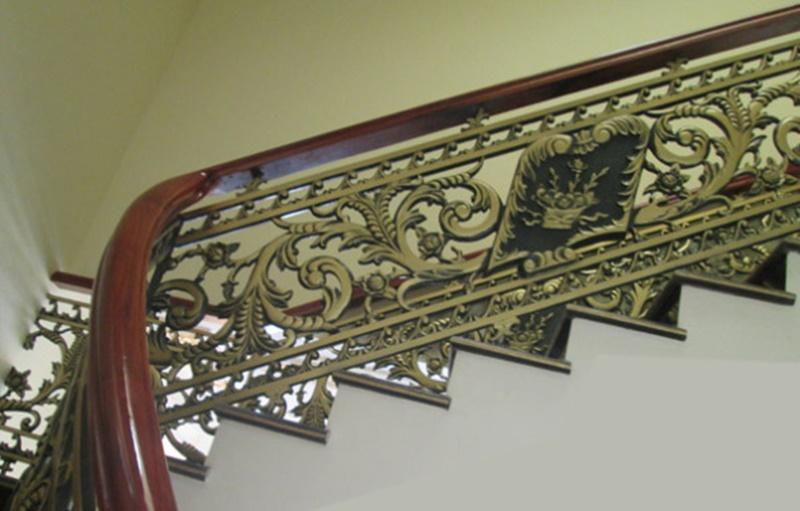Chúng tôi chuyên sản xuất, lắp đặt, thi công các loại: Cổng nhôm đúc, cổng biệt thự, lan can cầu thang, lan can ban công, cửa nhôm đúc, cầu thang nhôm đúc