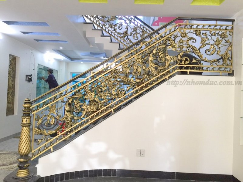 Cầu thang nhôm đúc cao cấp phù hợp với các không gian biệt thự,nhà vườn