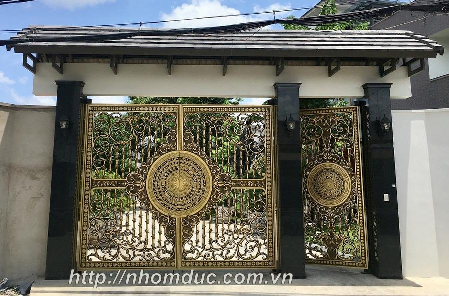 nhôm đúc trống đồng, đa dạng đang là loại cổng được ưa chuộng trong các công trình nhà ở hiện nay