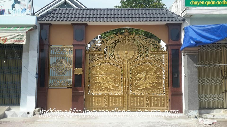 Cửa cổng nhôm đúc cao cấp