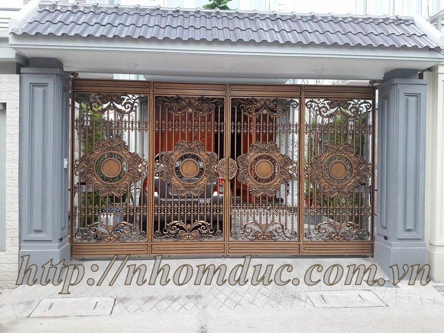 Sản phẩm cổng cửa nhôm đúc sản xuất với quy trình sản xuất chặt chẽ. Cửa cổng hợp kim nhôm đúc được nhiều khách hàng lựa chọn cho ngôi nhà