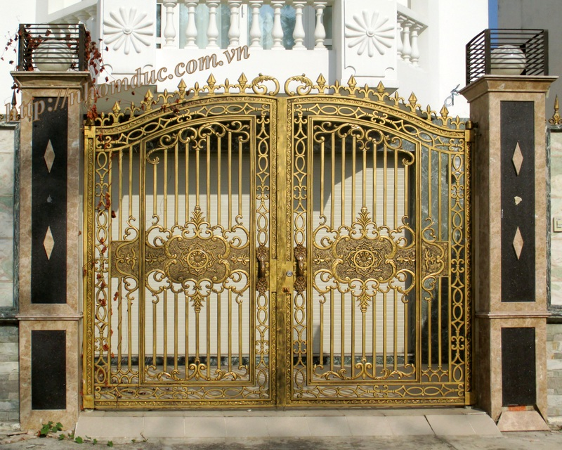 Báo giá cổng nhôm đúc Fuco, lien hệ với công ty hợp kim nhôm đúc công nghệ Nhật Bản, để biết về báo giá cửa, cổng nhôm đúc cao cấp.