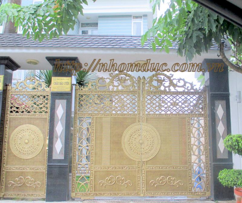 Cửa nhôm đúc tân cổ điển, Cửa cổng là một bộ phận không thể thiếu của ngôi nhà, đặc biệt là những ngôi nhà có kiến trúc độc đáo