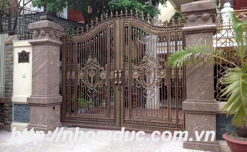 cửa nhôm đúc, cổng nhôm đúc, hàng rào nhôm đúc, lan can nhôm đúc, cầu thang nhôm đúc, hộp đèn nhôm đúc.