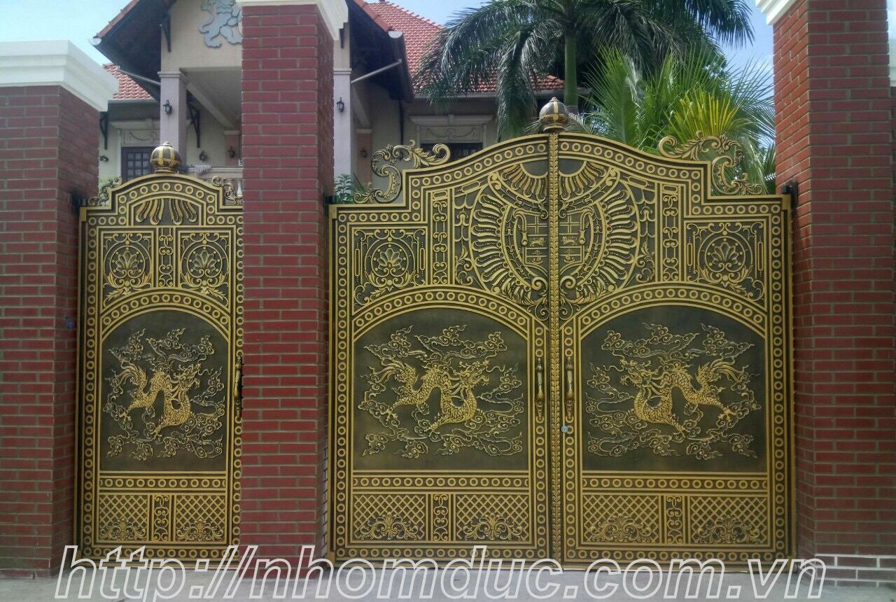 Cổng đẹp nhà phố nhôm đúc Rồng Vàng