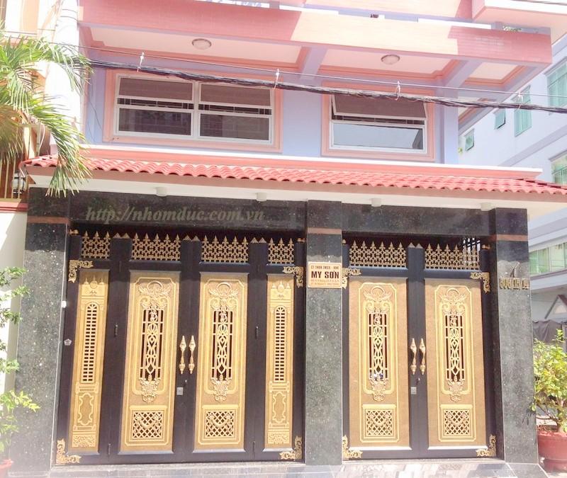 Báo giá cổng nhôm đúc thoáng có kính - Giá cổng nhôm đúc thoáng 10.000.000VNĐ