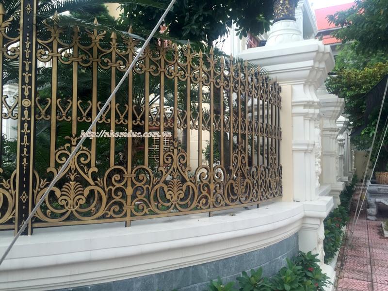 Cty Fuco chuyên tư vấn, sản xuất, thi công hàng rào nhôm đúc, hàng rào biệt thự, cổng nhôm đúc. Hàng rào nhôm đúc phù hợp với ngôi nhà có kiến trúc đẹp