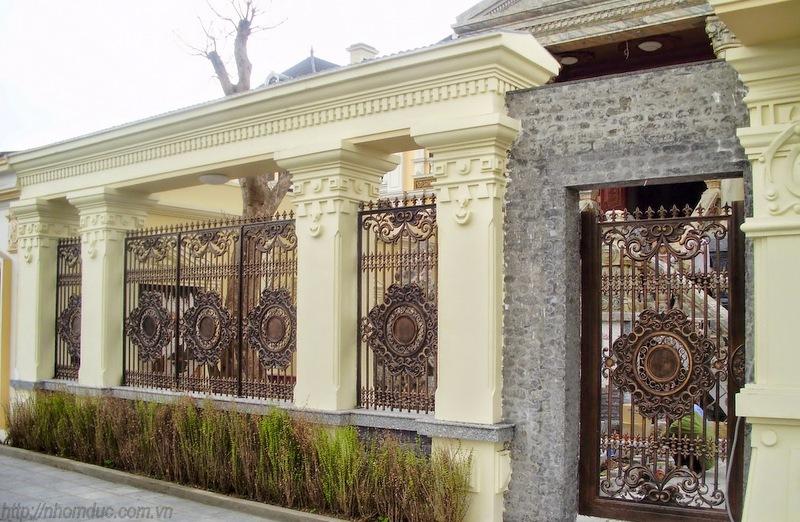 Mẫu hàng rào nhôm đúc HR 107, Hàng rào nhôm đúc được làm từ chất liệu nhôm. Hàng rào nhôm đúc không bị oxi hóa, bền, đẹp với thời gian.
