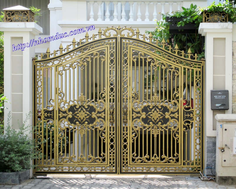 cửa cổng nhôm đúc Fuco mẫu mã đẹp, sản xuất công nghện Nhật Bản, sơn tĩnh điện cao cấp.