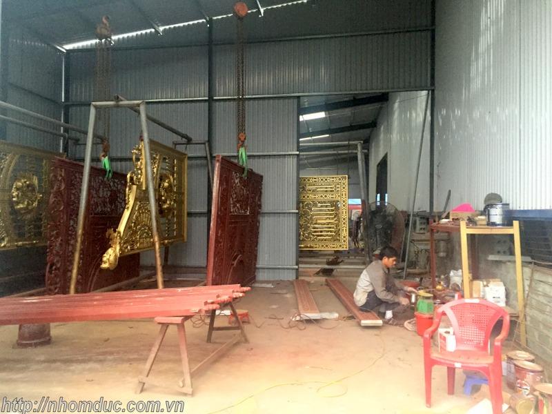 chuyên sản xuất cửa nhôm đúc, cổng nhôm đúc và các loại lan can, cầu thang, bông gió nhôm đúc hợp kim