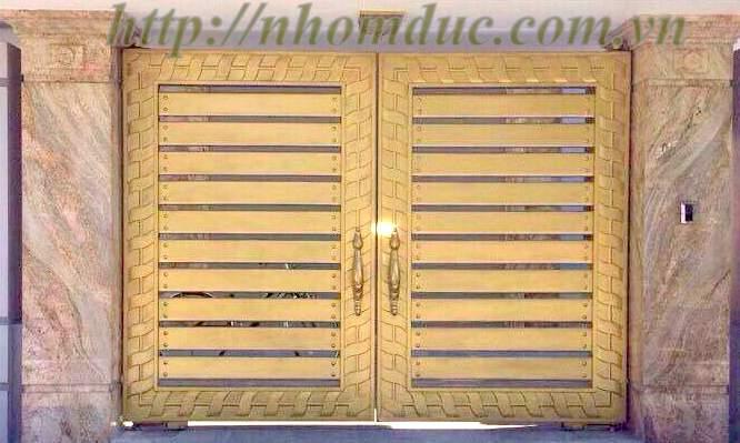 cửa cổng nhôm đúc Fuco mẫu mã đẹp, sản xuất công nghệ Nhật Bản, sơn tĩnh điện cao cấp.
