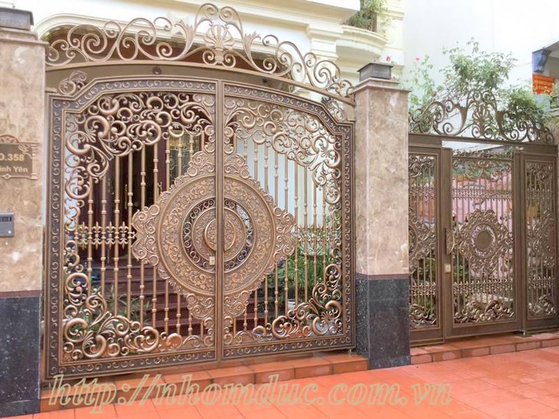 Mẫu cửa nhôm đúc GAT 101, cửa cổng nhôm đúc Fuco mẫu mã đẹp