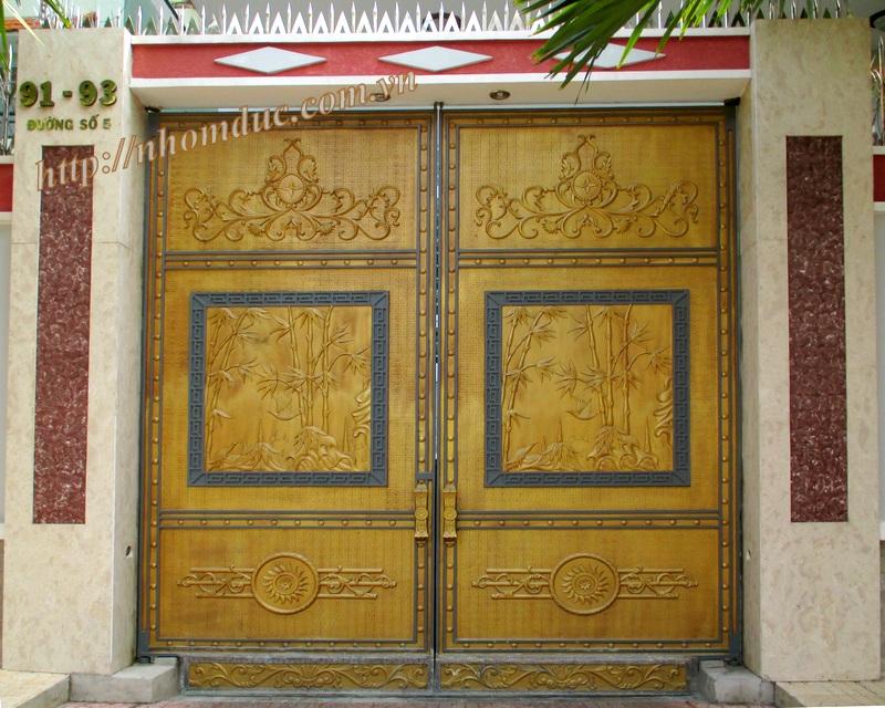 Mẫu cửa nhôm đúc Hà Nội 2, cửa được đúc từ hợp kim nhôm, bền đẹp,mẫu mã sang trọng, kích thước đa dạng.Cửa nhôm đúc không bị gỉ sét.